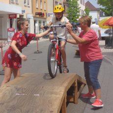 Ski Club Bühl beim Kinderspaß – Hindernisparcours für kleine Radler